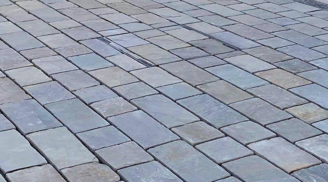 Raj Green Driveway Cobble Setts Close-Up