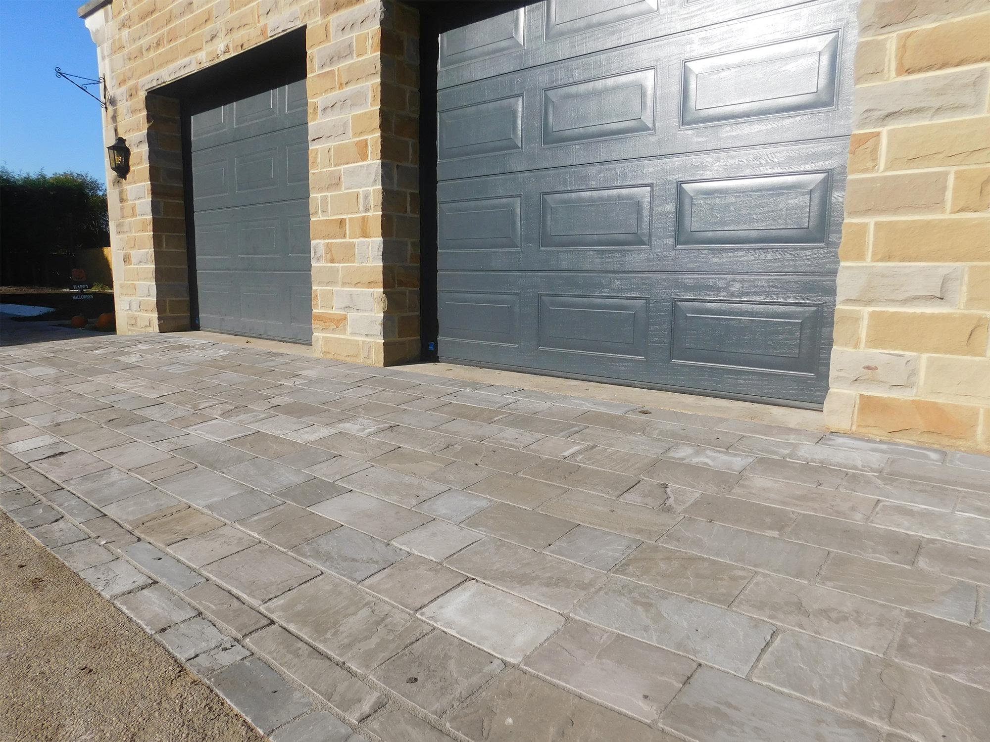 Black Sandstone Calibrated Driveway 30mm Cobbles Rf
